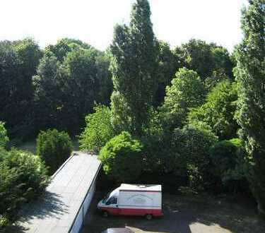 D.-dorf,Itterstr. 44 *3,5-Zi.Whg mit Sonnenbalk: zum Hof, Küchenzeile kann übernommen werden.