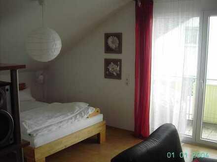 Gepflegte 1,5-Zimmer-Dachgeschosswohnung mit Balkon und EBK in Waiblingen