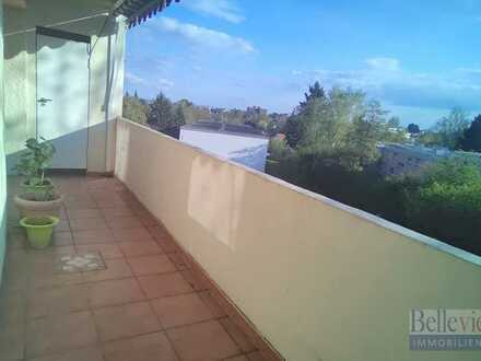 Großzügig geschnittene, helle 4-Zimmer-Wohnung mit zwei Balkonen in zentraler Lage von Schwalbach