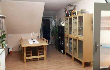 Gepflegte 3-Zimmer-DG-Wohnung mit Balkon, EBK und Klimaanlage am Zuckerberg