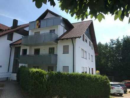 Super helle, gepflegte 2,5-Zimmer-Wohnung mit grossem Balkon und EBK