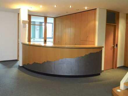 Traumhaftes Penthouse - Moderne Büro-/Praxisfläche, nahe Flughafen Stuttgart