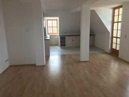 Attraktive DG-Wohnung im ehem.sanierten Herrenhaus, Denkmal incl. hochw.EBK u.Balkon