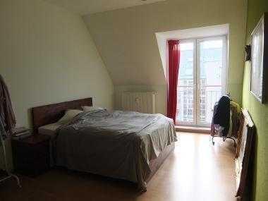 18m² Zimmer (vollmöbliert) in 90m² Dachgeschosswohnung für 2 Monate ab März