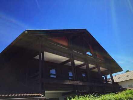 Bergblick - Charmante 3 Zimmerwohnung mit überdachten Süd-, West-, Nord-Balkonen/Loggien