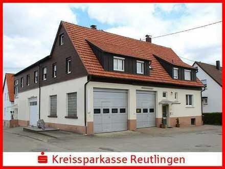 Großes Mehrfamilienhaus mit drei Garagen