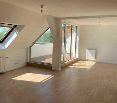 Ein Dachgeschoss der Extraklasse * Gehobener Wohnkomfort* Hochwertige EBK inkl. Sonnenterrasse!