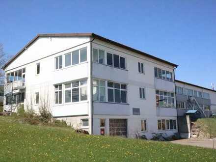 VIELSEITIGES FABRIKGEBÄUDE: Ca. 1.060 m² in Meßstetten