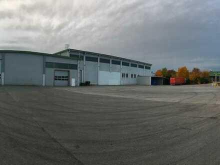Halle mit zusätzlicher Freifläche - direkt an der A 8 Autobahnanschluß