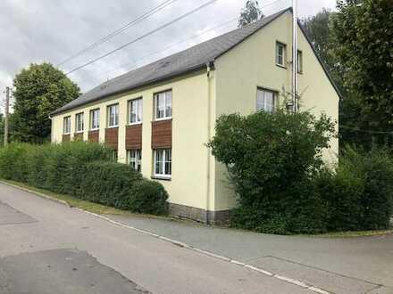 RUHIGE LAGE! 3-Raum-Wohnung mit kleinem Allgemeingarten