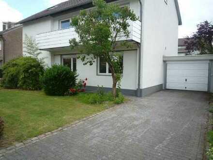 Renovierte 3-Zimmer-Whg.mit Kamin, Einbauküche und Balkon