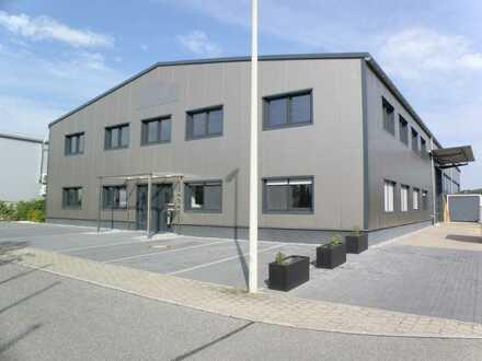 Neuwertige Gewerbehalle mit Bürokomplex, nahe Neumarkt (ca. 5 Autominuten)!