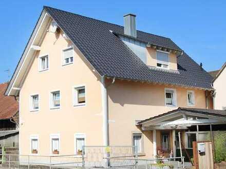 Malterdingen: Vielseitiges Zweifamilienhaus mit Charme