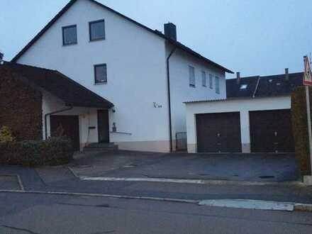 Vollständig renovierte 5-Raum-Wohnung mit Balkon und Einbauküche in Dillingen an der Donau (Kreis)