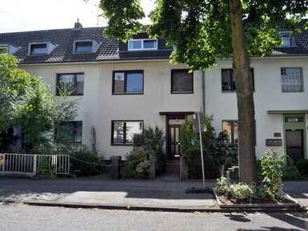 Sanierungsbedürftiges Einfamilienhaus mit sonnigem Garten und Stellplatz