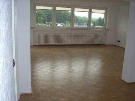 3 - 3,5 Raum Wohnung in Schönebeck, mit großem hellem Wohnzimmer + Garage