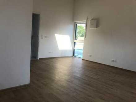 Sonniges Dachgeschoss-Studio mit Bad (bevorzugt für Studenten)