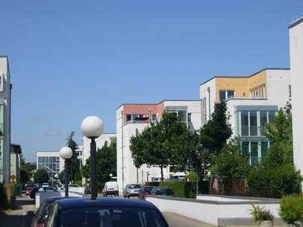 Behagliche 2 Zimmerwohnung in beliebter Wohnanlage, Einbauküche, Wintergarten, Tiefgarage