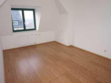 Moderne Wohnung im DG - Solaranlage - Bad mit Wanne+Dusche + Fenster - Laminat**