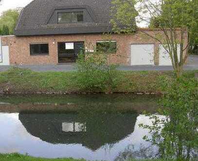 Gepflegte 2-Zimmer-DG-Wohnung mit großer Dachterasse mit Blick auf einen Park in Mönchengladbach