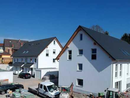 Neubau KfW 55 : Charmante Maisonettewohnung mit wunderschöner Aussicht in zentraler Lage von Gaiberg
