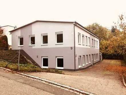 Büro- und Geschäftsgebäude mit Betriebsleiterwohnung im Gewerbegebiet Sankrippenfeld