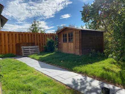 Vollständig renovierte Wohnung mit eigenem Garten/Gartenhaus und EBK mit Betonkochinsel