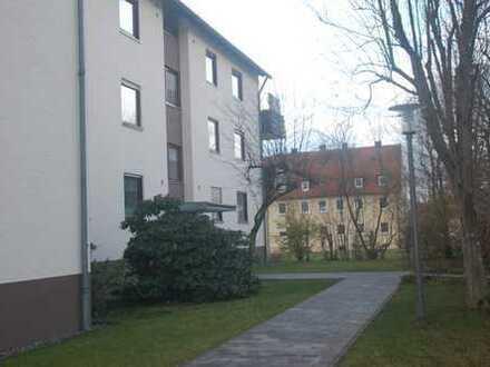 Günstige, gepflegte 2,5-Zimmer-Wohnung mit Balkon und Einbauküche in Kulmbach