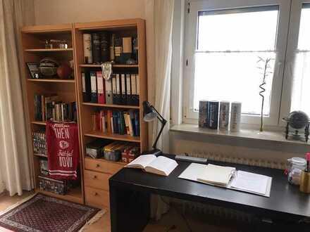 gepflegte 1-Zimmer-Wohnung mit Balkon und EBK in Plieningen