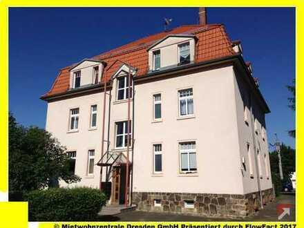 Großes Wohnzimmer mit Holzdielung + Balken !!!