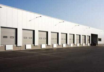 """""""BAUMÜLLER & CO."""" - 8.000 m² Hallenfläche - TOP Lage an der A5"""