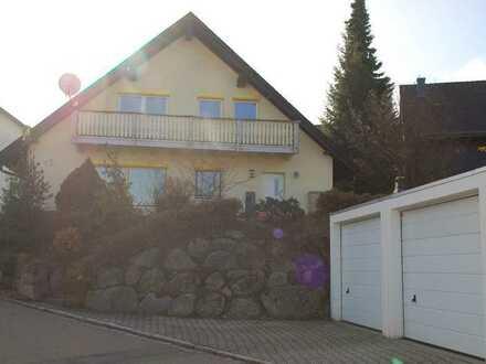 Schöne Doppelhaushälfte in ruhiger Lage mit Doppelgarage