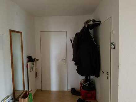 22qm Zimmer oder Zwei 9-12qm Zimmer in 3er WG frei. Unmöbliert!!