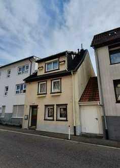 Von Privat: Zentral gelegenes Haus in Pforzheim-Huchenfeld