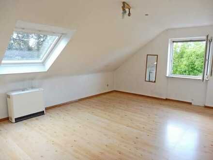 3663 - Renovierte Dachgeschosswohnung mit Balkon in Neureut-Heide!