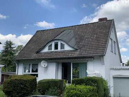 Alte Häuser lügen nicht! Lärmschutzwall für ruhiges Wohnen, BAB für Mobilität, 730 m² Grundstück.