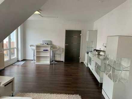 Gehobene, möblierte Dachgeschosswohnung - Mitten in Schweinfurt