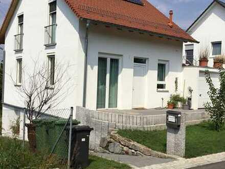 Freistehendes Einfamilienhaus mit ELW und großem Garten (von Privat)