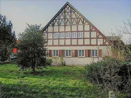 + Maklerhaus Stegemann + 5,5 % + rustikales Landhaus mit 2 Scheunen und großem Grundstück