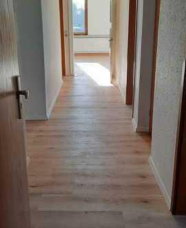 Preiswerte, vollständig renovierte 3,5-Zimmer-DG-Wohnung zur Miete in Natenstedt