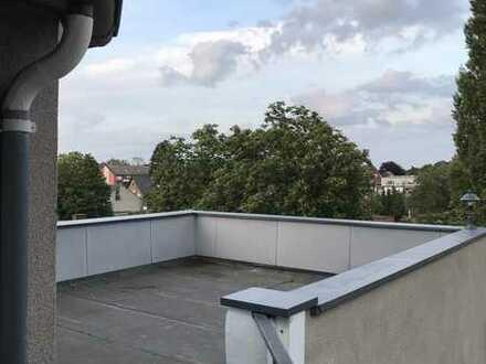 Schöne renovierte 5-Zimmer-Wohnung mit großer Dachterasse