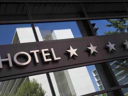 Hotel mit Aussichtsrestaurant direkt am Rhein