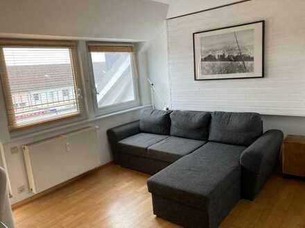 Gepflegte 2-Raum-Dachgeschosswohnung mit Balkon und Einbauküche in Braunschweig