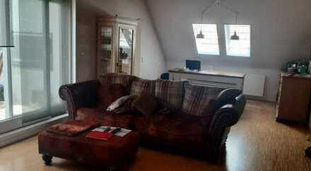 Stilvolle, geräumige und sanierte 3-Zimmer-Maisonette-Wohnung mit großer Dachterrasse in Landshut/Fr