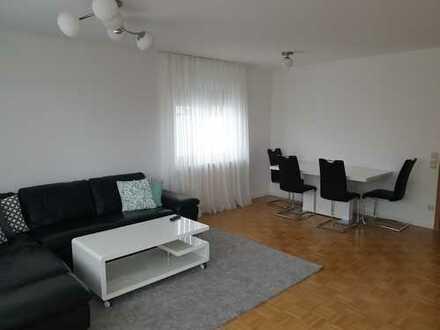 Großzügige, helle und in 2018 renovierte Wohnung mit Einbauküche, Garage, Balkon u. Garten/Terrasse