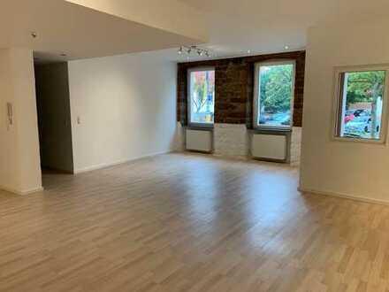 Vollständig renovierte 3-Zimmer-Wohnung mit EBK in Neustadt