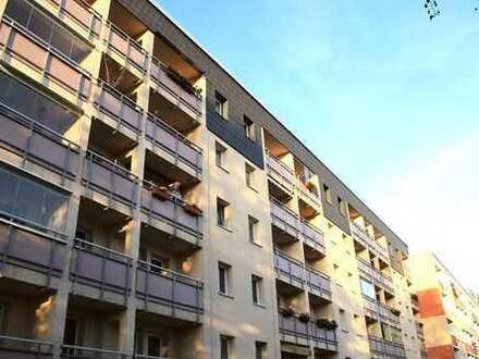Mit Einbauküche und Balkon lässt diese Wohnung keine Wünsche offen!!