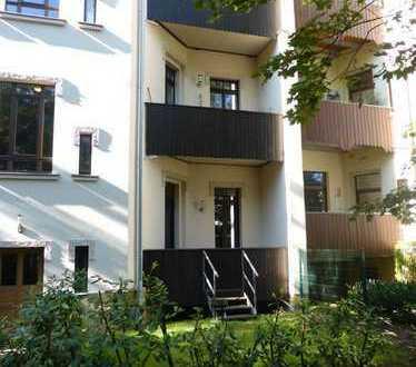 * Exklusive 3-Zimmer-Wohnung mit sonnigem Balkon und eigenem Gartenanteil * - WE 01 - Zeit für mehr!