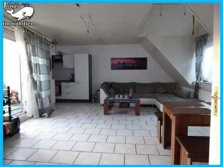 Niedermittlau: 2 Zimmer Dachgeschoss Eigentumswohnung in 3 Familienhaus