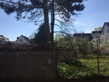 Voll erschlossenes Grundstück für Mehrfamilien- Wohnhaus mit Baugenehmigung***